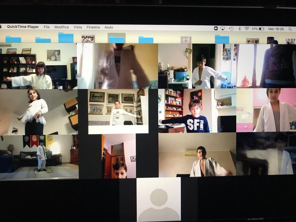 schermata del computer con tutti i bambini del gruppo elementari collegati per la video lezione di judo